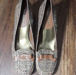 Enzo Angiolini brown tweed pump